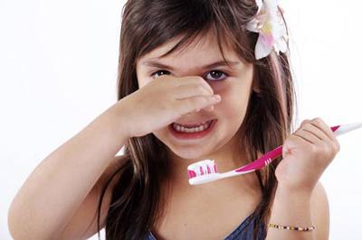 چگونه بوی بد دهان کودک را از بین ببریم؟