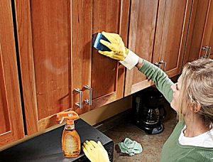 راهکارهایی برای از بین بردن لکه های چربی از آشپزخانه